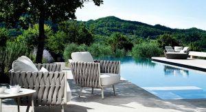 Do ogrodu czy na taras włoscydesignerzy proponują kolorowemeble,z nietypowych, ale odpornych materiałów. Oświetlenie i dodatki w letnich kolorach pozwolą stworzyć atmosferę <br />sprzyjającą wypoczynkowi na świeżym powietrzu.