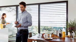 Technologie spod znaku domu inteligentnego w corazwiększym stopniu wkraczają do naszych domów.Chcemy, aby domowe urządzenia upraszczały namcodzienne prace, chcemy sterować całym domem zapomocą smartfonu lub tabletu, a producenci nam to umo