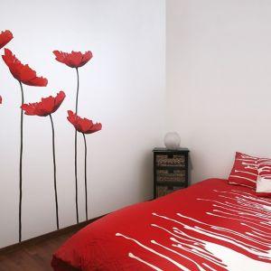 Aranżacja sypialni - kwiatowe wzory. Fot. Shutterstock