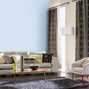 Wprowadzenie świeżych, letnich barw do salonu pozwoli wykreować pełne witalności wnętrze, które będzie zachęcać domowników do działania. Fot. Jedynka