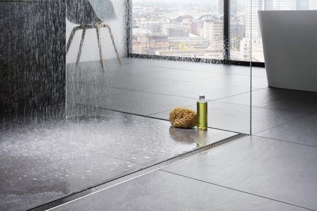 Prysznic z odpływem - uniwersalne rozwiązania do każdej łazienki