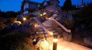 Odpowiednie oświetlenie ogrodu to nie tylko walory estetyczne, ale również zwiększenie poczucia bezpieczeństwa.