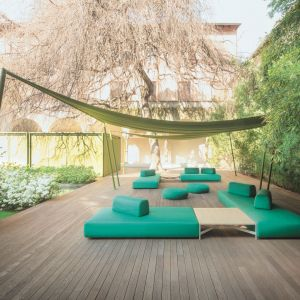 Meble na taras i do ogrodu: sofa ogrodowa Orlando Paola Lenti. Fot. Rooms