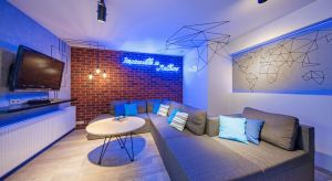 Nastolatek ma do swojej dyspozycji dwa sąsiadujące ze sobą pokoje: zapewniającą prywatność sypialnię, a także salon, w którym może spędzać wolny czas, uczyć się i przyjmować gości.