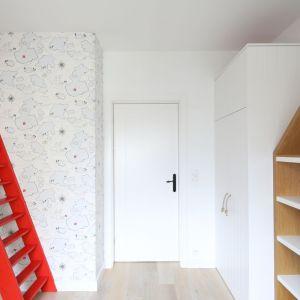 Przestronne, jasne mieszkanie. Projekt: Agnieszka Żyła. Fot. Bartosz Jarosz