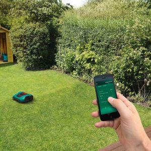 Koszenie trawy: nowy model zdalnie sterowanej kosiarki automatycznej Indego 350 i 400 Connect. Fot.  Bosch