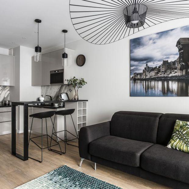 Salon z aneksem w małym mieszkaniu - piękne wnętrze
