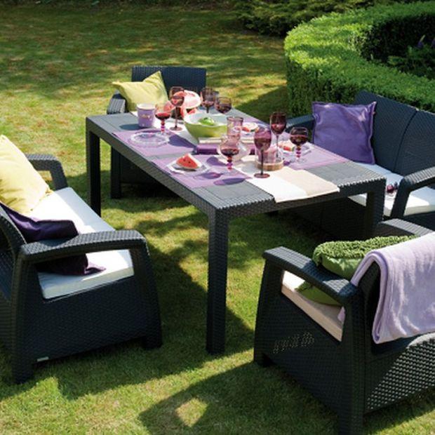 Wakacje w ogrodzie – meble i sprzęty, które ułatwią wypoczynek i pielęgnację zieleni