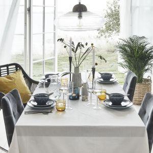 Naczynia stołowe z kolekcji Leaf dostępne są m.in. w modnym niebieskim kolorze. Fot. Nordal