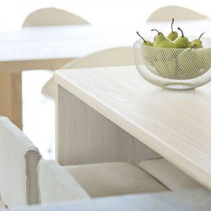 Nowoczesna kuchnia - piękne naturalne dekory mebli i blatów. Fot. Pfleiderer