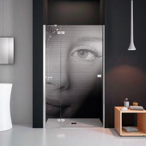 Kabina prysznicowa może być pełnoprawnym elementem dekoracyjnym nowoczesnej łazienki. Na zdjęciu: model z laserowym grawerem z oferty marki Radaway. Fot. Radaway