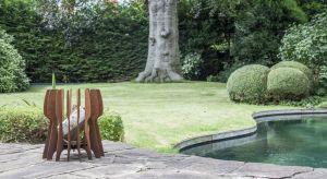 Latem wymarzonym miejscem relaksu są przytulnie urządzony taras i ogród. Tu możemy miło spędzić czas z przyjaciółmi, rodziną czy po prostu schować się przed światem.