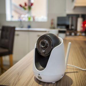 Bezpieczeństwo w domu - kamera WIFI 303W. Fot. Yale