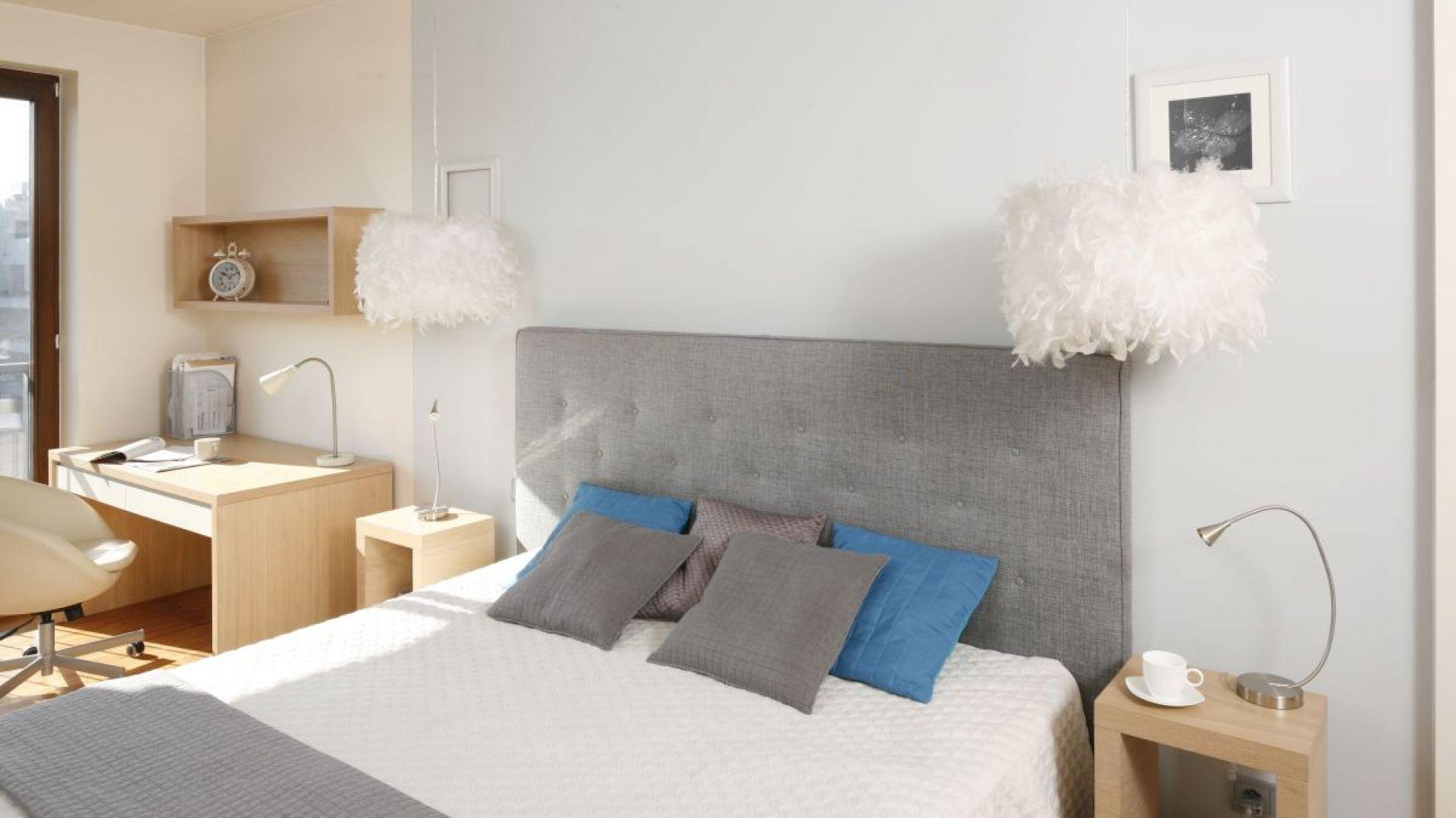 Oświetlenie w sypialni - modne rozwiązania. Projekt: Marta Kruk. Fot. Bartosz Jarosz