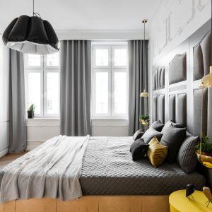 Aranżacja sypialni z wykorzystaniem lampy Grow z oferty marki Markslöjd. Realizacja: Anna Maria Sokołowska Architektura Wnętrz. Zdjęcia: fotomohito