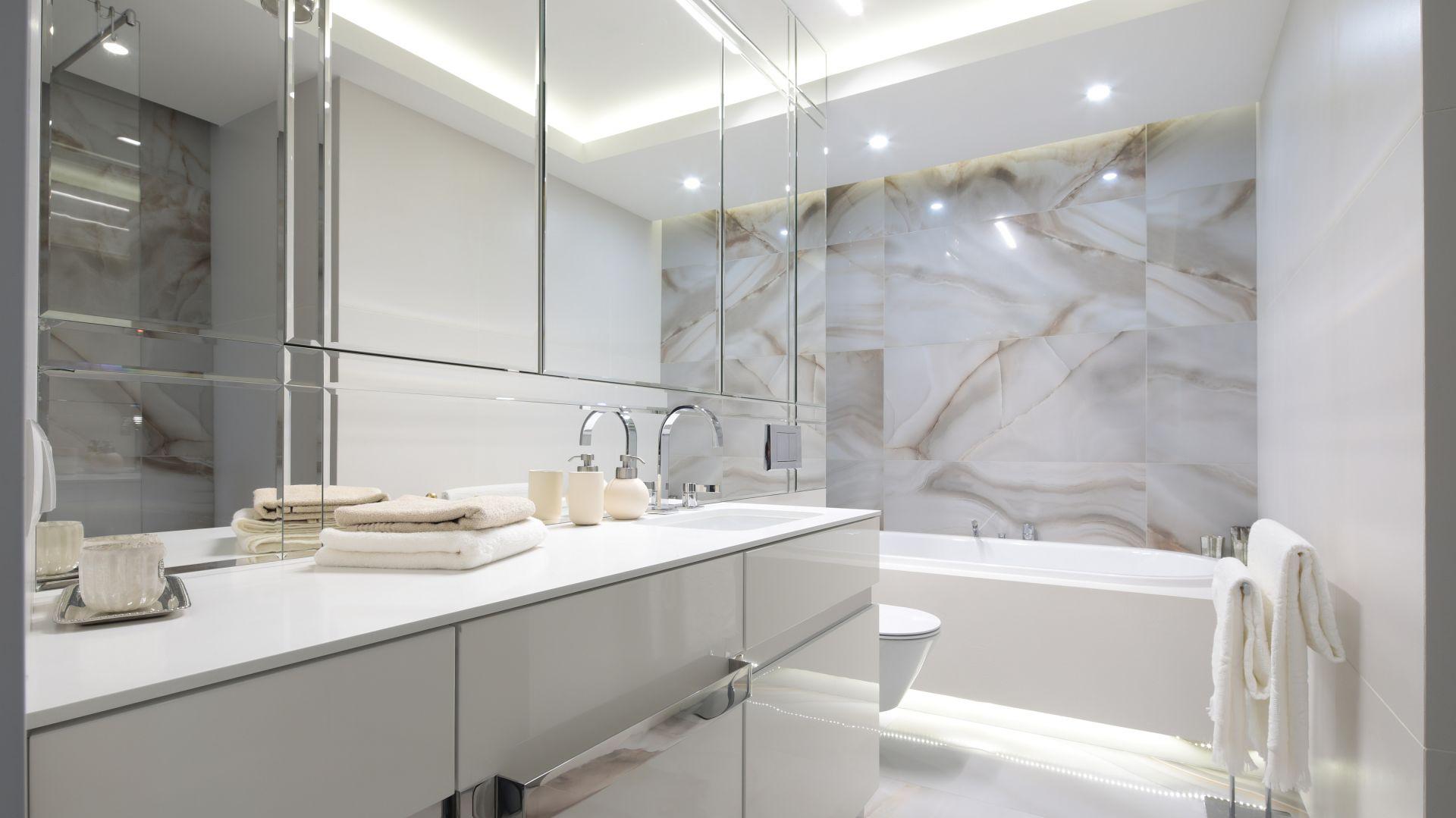 Nowoczesna łazienka - urządzamy strefę umywalki. Projekt: Agnieszka Zaręba, Magdalena Kostrzewa-Świątek. Fot. Bartosz Jarosz