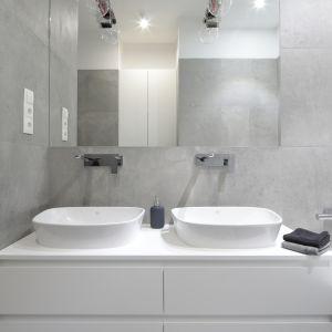 Nowoczesna łazienka - urządzamy strefę umywalki. Projekt: Katarzyna Mikulska-Sękalska. Fot. Bartosz Jarosz