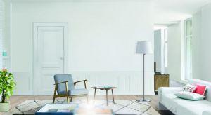 Lata mijają, a moda na białe wnętrza nie przemija. Czy to francuski rustykalizm, czy skandynawski minimalizm, biel niezwykle wdzięcznie prezentuje się zarówno w formie kolorystycznego dopełnienia, jak i w odważnej wersji total look.
