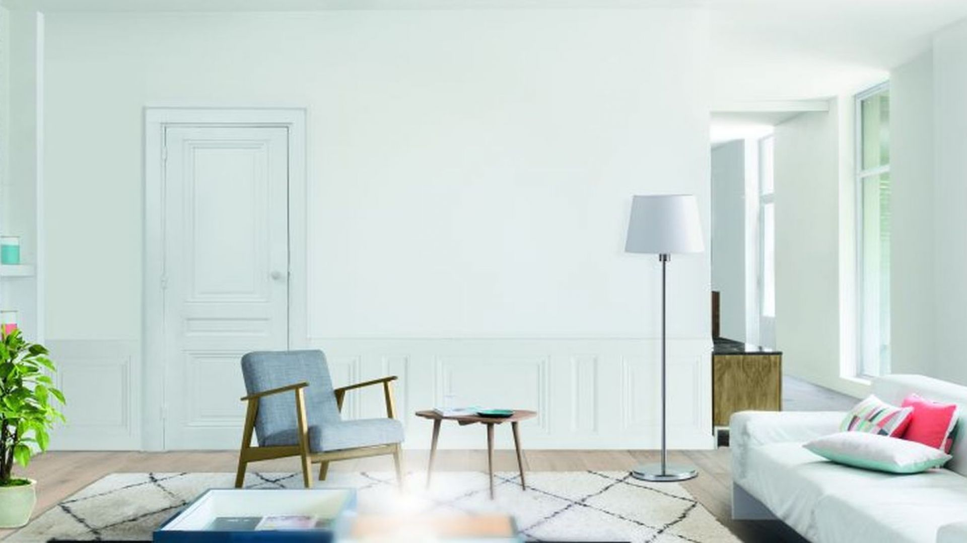 Malowanie ścian - stawiamy na klasyczną biel. Fot. V33