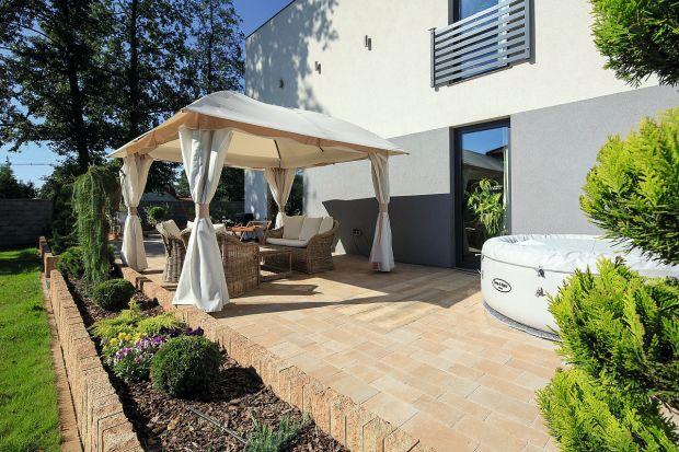 Zadbany, ciekawie zaaranżowany taras to atrybut nowoczesnego domu. Poza walorami rekreacyjnymi, stanowi on bowiem niezwykle atrakcyjną ozdobę budynku.