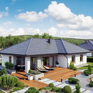 Projekt domu TK133. Taras wykonano z drewna. Fot. Architeka Tomasz Kałaska.