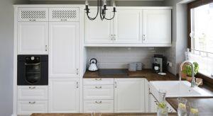 W stylu klasycznym liczą się detale - dekoracyjne uchwyty, ozdobne ramiaki i frezowania, szklane witryny często z dodatkowym zdobieniem w postaci szprosów, bo to one budują jedyny w swoim rodzaju, niepowtarzalny klimat tych kuchni.
