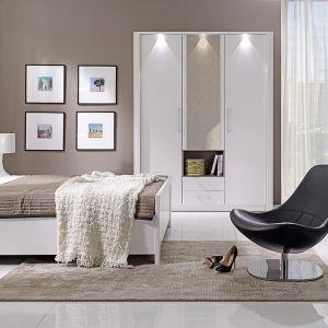 Sypialnia New York inspirowana jest stylem typowo hotelowym. Jej prosta forma, subtelna elegancja i minimalistyczny design zapewniają zdrowy i mocny sen. Fot. New Elegance