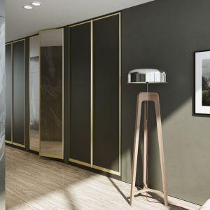Czerń, marmur i drewno to kwintesencja współczesnego designu. Fot. Komandor
