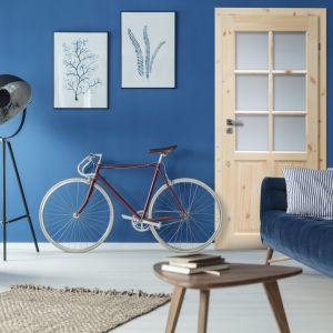 Salonowe kompozycje z drzwiami w tle: model Londyn marki Radex. Fot. 4iQ Group