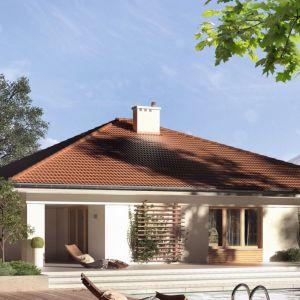 Decyma 6 to projekt nowoczesnego domu idealnego dla 4-5-osobowej rodziny. W bryle budynku zaprojektowano dwustanowiskowy garaż. Projekt: arch. Tomasz Sobieszuk. Fot. Domy w Stylu