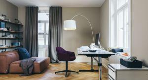 """Coraz więcej osób korzysta z możliwości tzw. """"home office"""". W tej sytuacji urządzenie miejsca do pracy w domu staje się koniecznością. Jak funkcjonalnie i estetycznie zaaranżować domowe biuro?"""