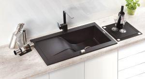 Kompozyt granitowy to jeden z najbardziej wytrzymałych materiałów, dlatego z powodzeniem wykorzystuje się go jako element wyposażenia kuchni.