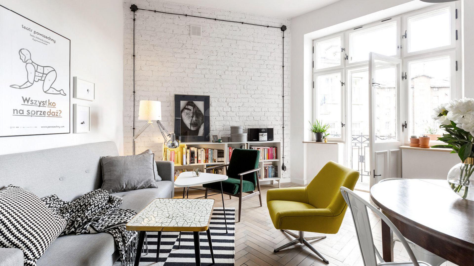 Fotel w salonie. Projekt: Małgorzata Seta. Fot. Przemysław Kuciński, Alicja Kozak