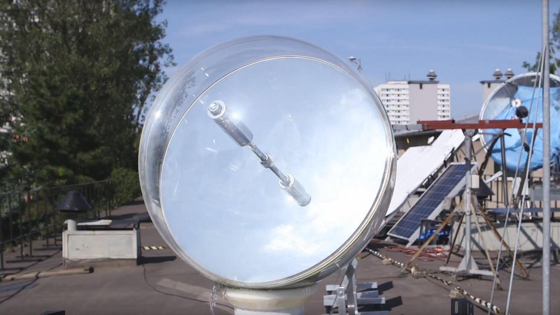 Heliostat z AGH zapewnia światło słoneczne w pomieszczeniach zacienionych.jpg