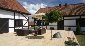Jak urządzić taras, aby stał się wakacyjną wizytówką domu oraz przytulną i funkcjonalną strefą relaksu?