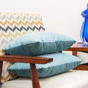 Modernistyczny bukowy fotel. Fot. SH Studio
