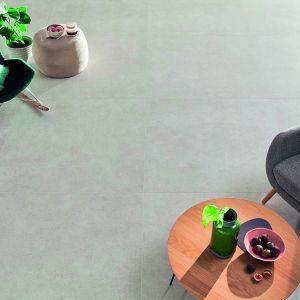 Płytki gresowe z kolekcji Aulla charakteryzuje wyjątkową odporność na wodę, plamy, wysokie temperatury, mróz i ścieranie. Wszechstronną funkcjonalność zawdzięczają także wyjątkowej este-tyce. Wymiary: 119,8x119,8 cm. Dostępne w ofercie firmy Ceramika Tubądzin. Cena: 229,89 zł/m2. Fot. Ceramika Tubądzin