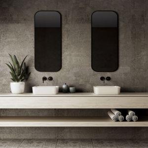Elementy dekoracyjne, takie jak oświetlenie, tkaniny czy roślinność pozwolą nadać surowej łazience spersonalizowany charakter. Fot. Kappala