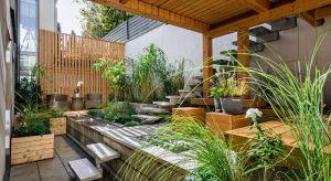 Ogród nie musi być nudy i zwyczajny – by go odmienić wystarczy mieć kilka kreatywnych pomysłów. Jak wprowadzić stworzyć klimatyczną przestrzeń, będąca oazą spokoju wśród zieleni? Sprawdźcie.