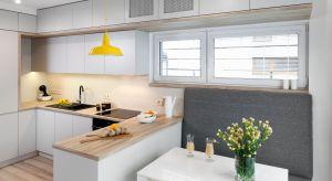 Od kilku lat w naszych kuchniach królują jasne barwy. Jest to nieodłączny element każdej nowoczesnej kuchni. Najpopularniejsza jest biel i wszelkie jej odcienie.