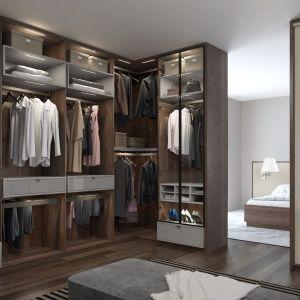 Wejście do garderoby prowadzić może z sypialni lub z kortarza. Fot. Komandor