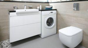 W większości polskich mieszkań i znacznej części domów, łazienka jest równocześnie domową pralnią. Wciąż niewiele osób może sobie pozwolić na urządzenie oddzielnego pomieszczenia z pralką. Zobaczcie nasze pomysły na łazienki z pralką.