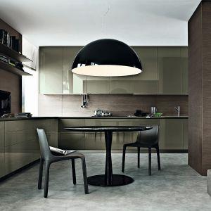 Zaprojektowaną przez Carlo Colombo kuchnia Twelve wyróżniają cienkie, 12-milimetrowe ścianki, blaty i fronty. Całość urzeka ascetyzmem, prostotą i funkcjonalnością. Dostępna w ofercie firmy Poliform. Fot. Poliform