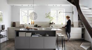Dobrze urządzona kuchnia to taka, która zapewnia komfort wykonywania prac, a przy tym ładnie się prezentuje. Pożądany efekt zagwarantuje odpowiednio dobrana zabudowa meblowa.