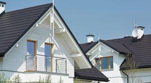 Pokrycie dachu pełni bardzo ważną funkcję praktyczną. Chroni wnętrze przed czynnikami atmosferycznymi. Coraz częściej zwraca się także uwagę na wizualny aspekt pokrycia, który powinien być zgodny ze stylem, w którym wybudowano dom.