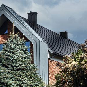 Dachówki ceramiczne wytwarzane są z naturalnej gliny, wzbogacanej różnymi dodatkami i wypalanej w wysokiej temperaturze. Dachówka ceramiczna Orea 9. Fot. Wienerberger