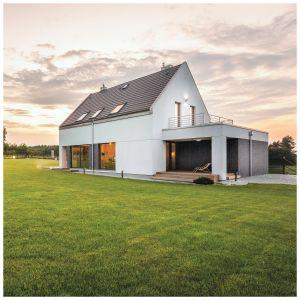 Tynki mozaikowe można stosować np. do ozdobnego wykańczania cokołów domów lub powierzchni wokół ościeży.Fot. Foveo Tech