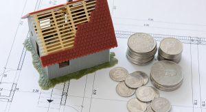 """Ponad połowa respondentów badania """"Budownictwo energooszczędne oczami Polaków"""" wolną gotówkę zainwestowałaby w zamianę lub remont domu. Ile jednak Polacy są w stanie realnie przeznaczyć na remont?"""