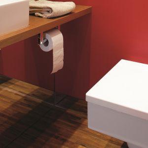 W łazience ważna jest stabilność drewna oraz odporność na kontakt z wodą. Projekt: Arkadiusz Olszanka. Fot. Marcin Łukaszewicz.