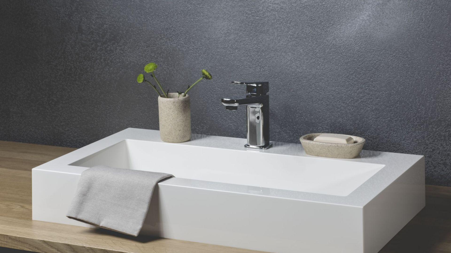 Aranżacja łazienki - umywalki z kompozytu. Fot. Kappala